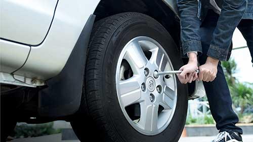 Perlengkapan Untuk Mengganti Ban Mobil